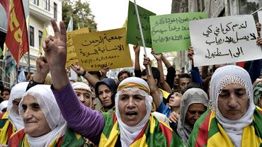 Istanbul, 10.09.2015: Kurdische Frauen protestieren gegen den IS-Terror in Syrien