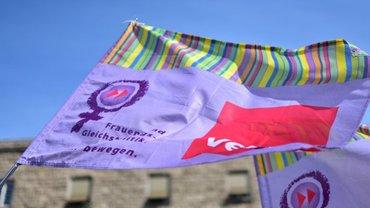 Frauen und Gleichstellung Fahne