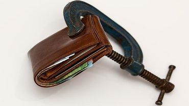 Klemme Geldnot Geldbeutel wenig Geld Finanzen